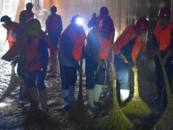 好运角分公司清洗水厂清水池,保障供水水质安全